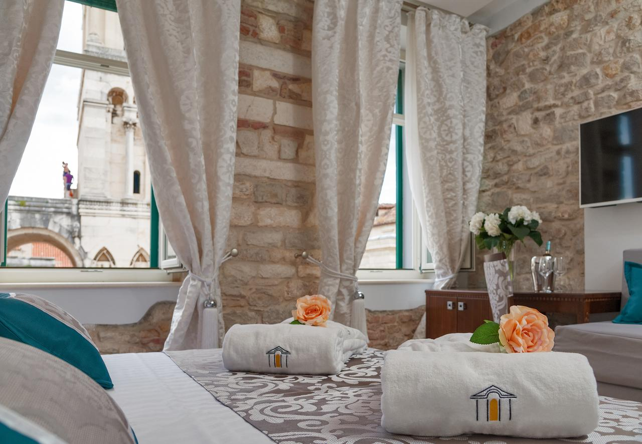 Antique Split Luxury Rooms
