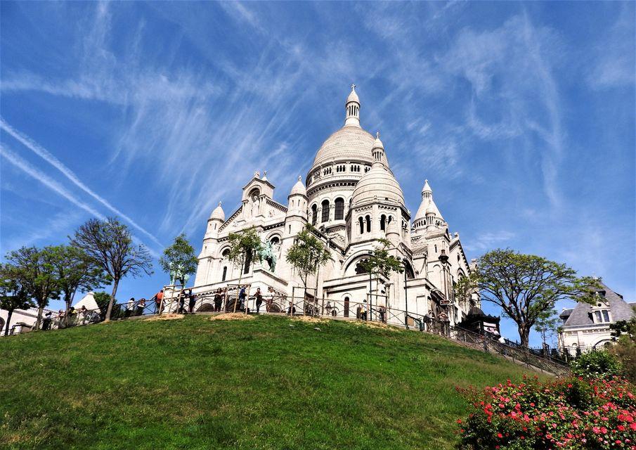 Admire-Sacré-Cœur-and-Explore-Montmartre
