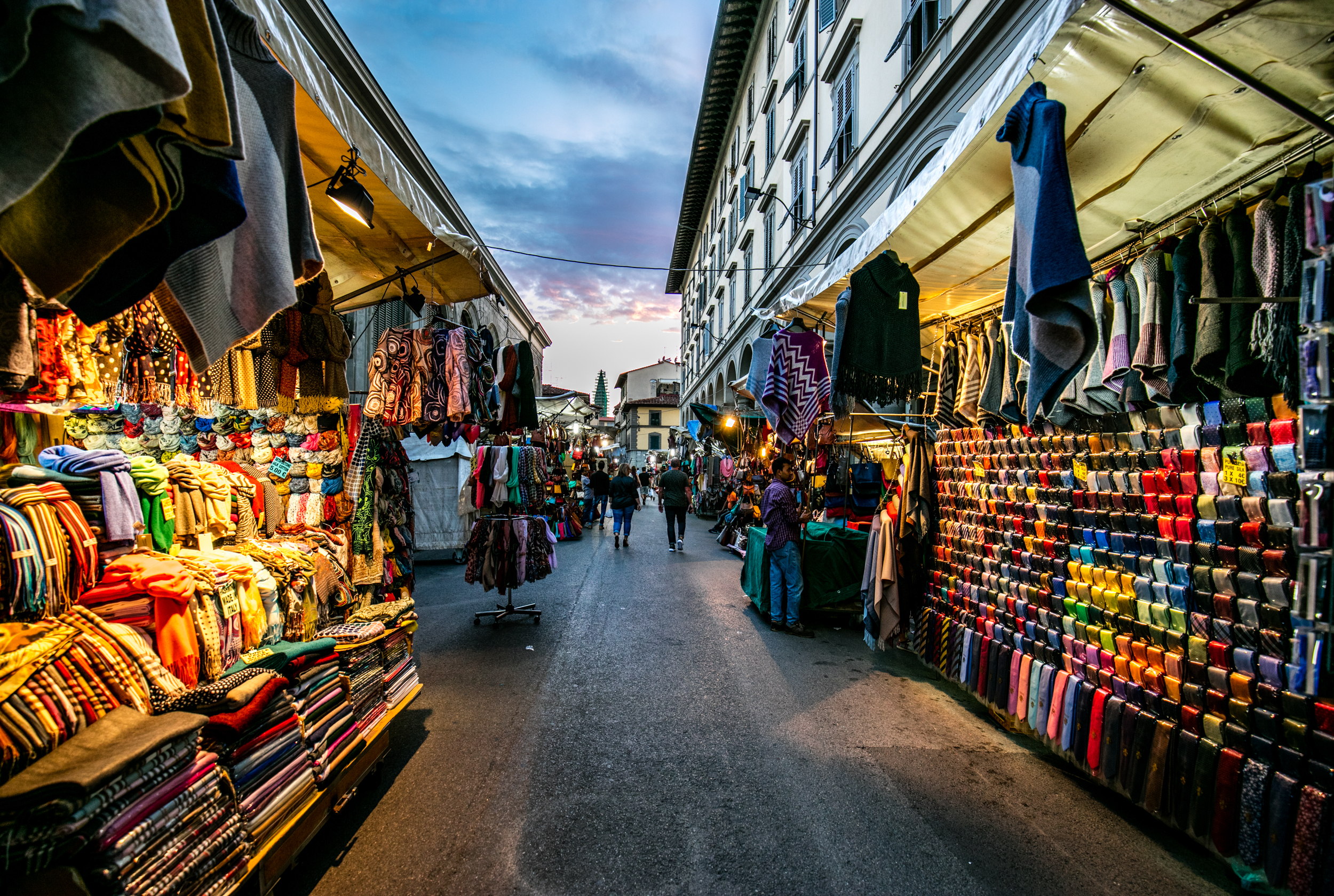 Experience-Florence's-Vibrant-Markets