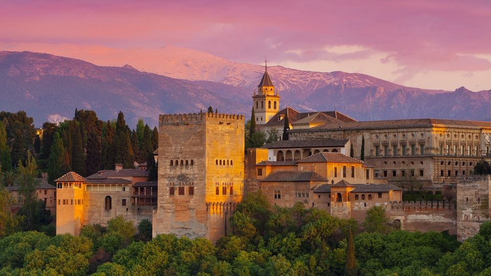 Explore-the-Glorious-Alhambra