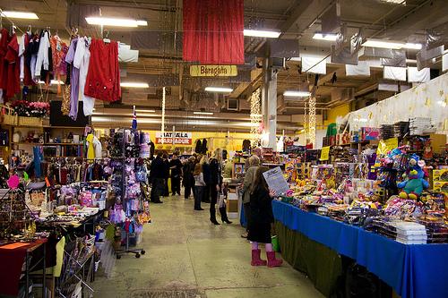 Hunt-for-Bargain-at-Kolaportið-Flea-Market