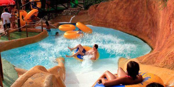 Make-a-Splash-at-Aquaola