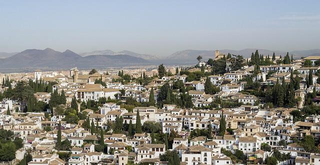 Stroll-through-Granada's-Atmospheric-Neighbourhoods