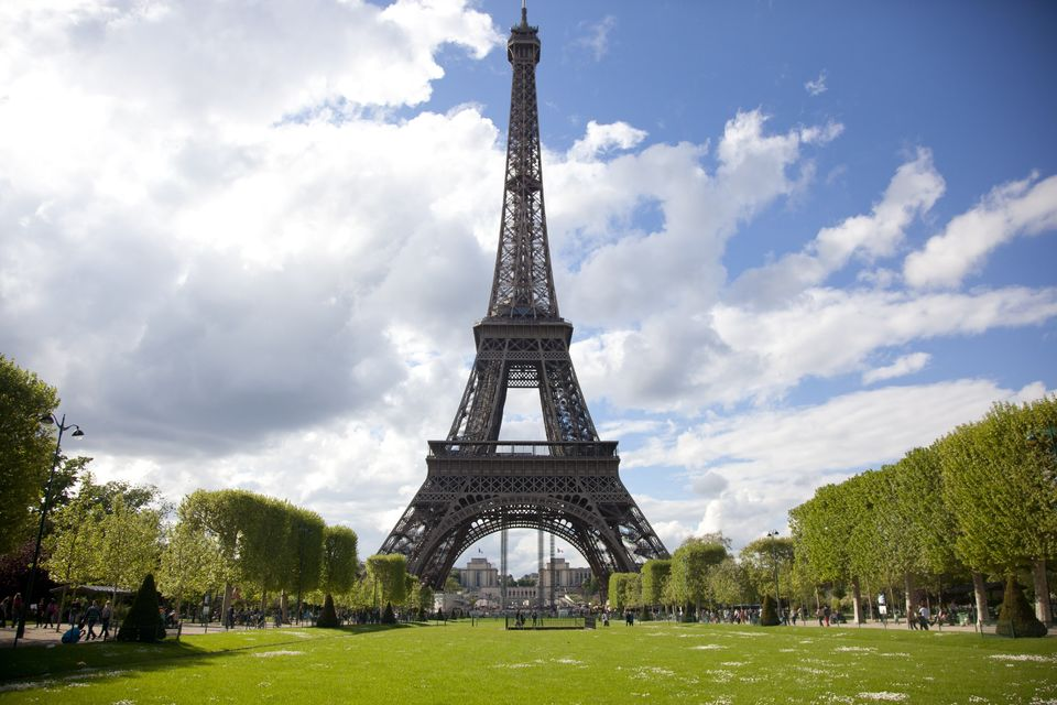 Summit-the-Eiffel-Tower