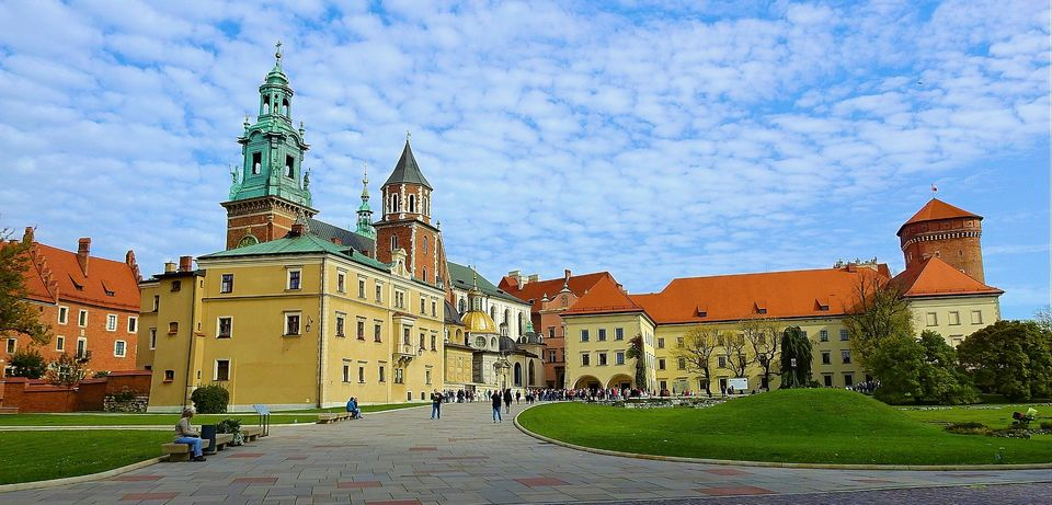 Visit-Wawel-Castle-and-the-Dragon's-Den