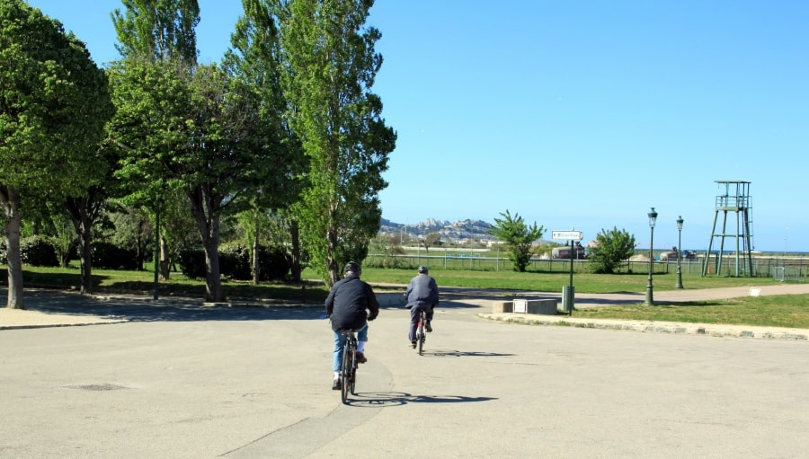 Hire-a-bike-free-30-mins-at-Parc-Borely