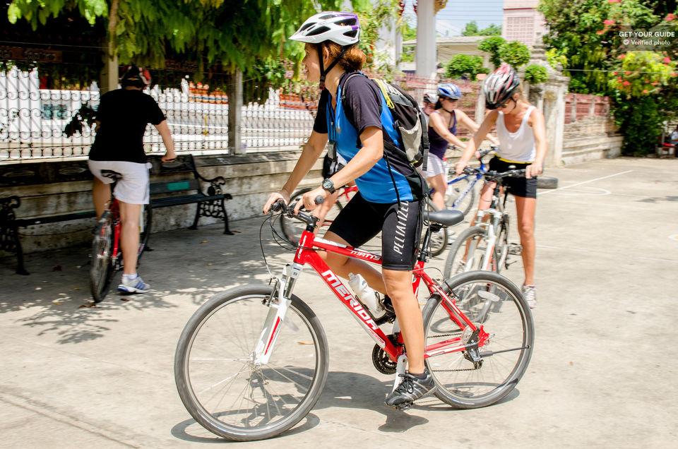 Pedal-around-Bangkok-by-bicycle