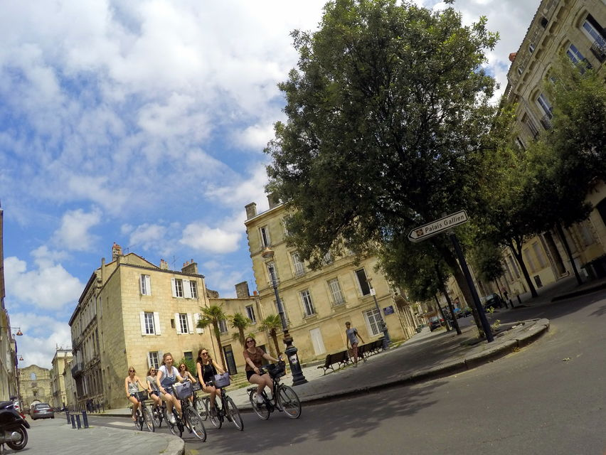Cycle-around-Bordeaux