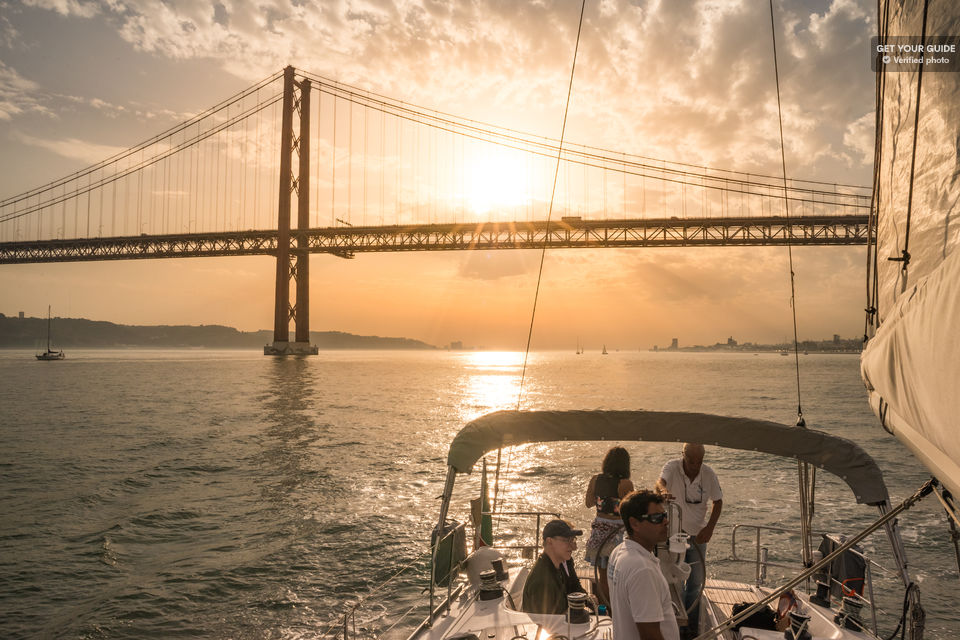 See-the-city-at-sunset-from-the-Tagus-River