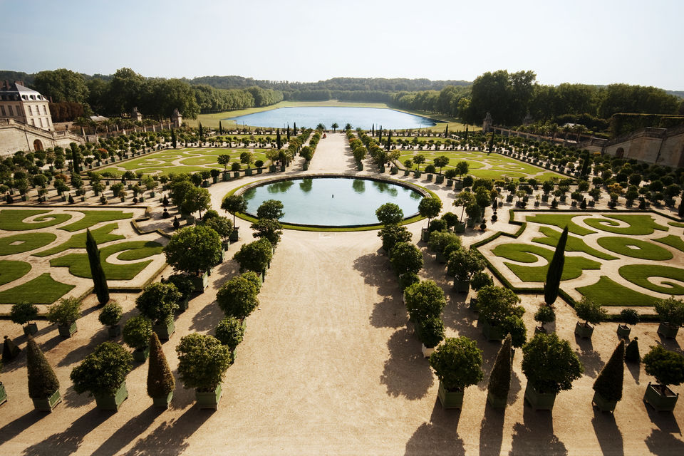 Tour-the-Stunning-Palace-of-Versailles