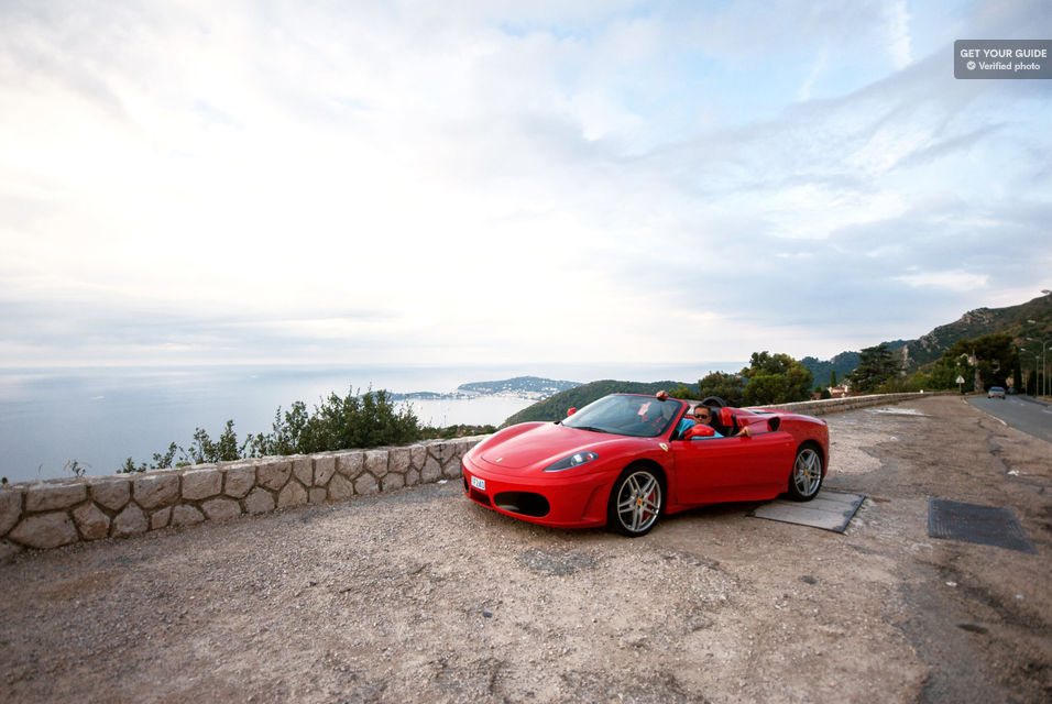 Zoom-around-the-French-Riviera-in-a-Ferrari