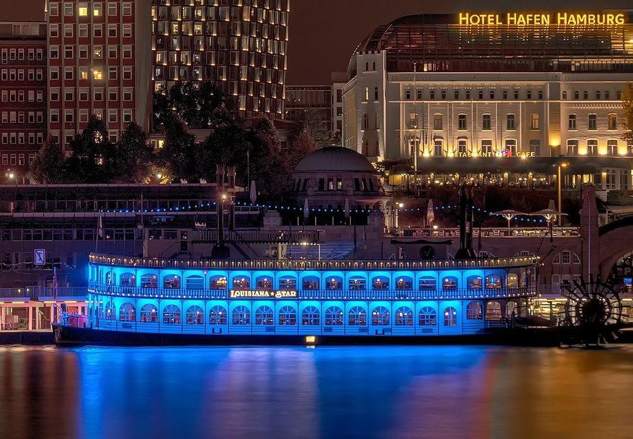 Cruise-Hamburgs-Harbour