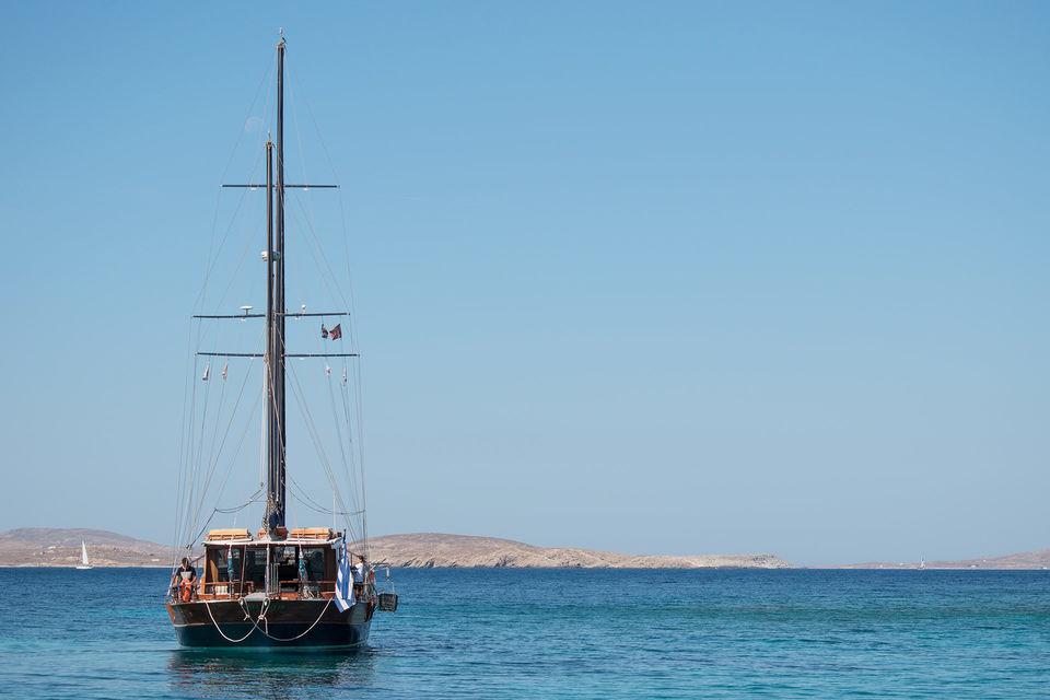 Go-Sailing-in-Mykonos