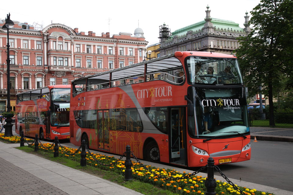 See-St-Petersburg-your-own-way-on-a-hop-on-hop-off-bus