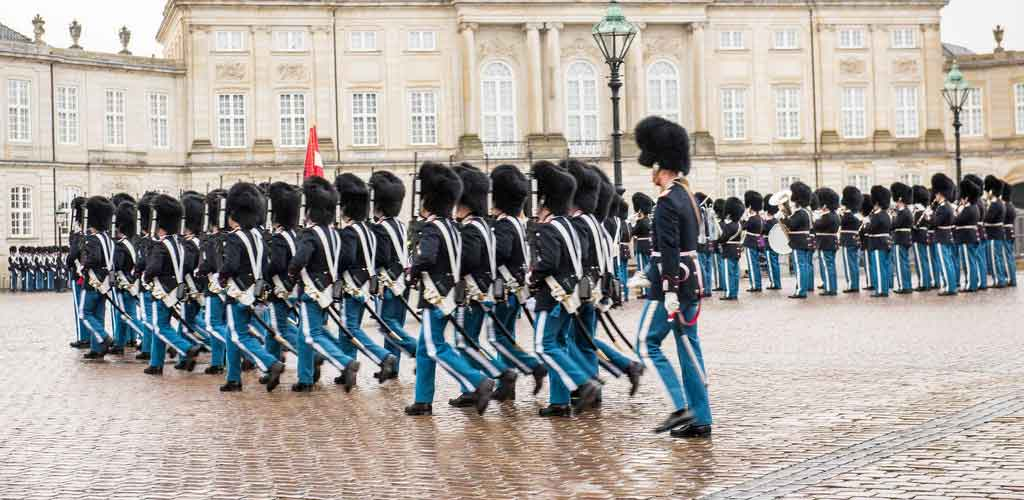 Watch-the-Changing-of-the-Guard-at-Amalienborg-Palace