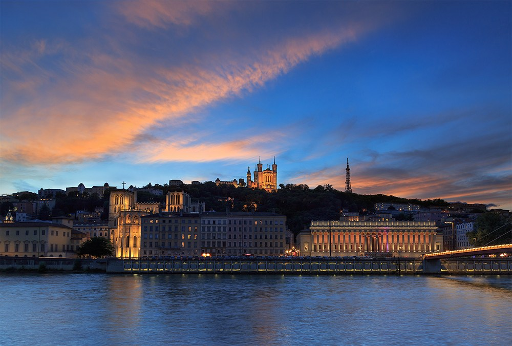 Watch-the-sunset-from-the-Basilique-Notre-Dame-de-Fourviere