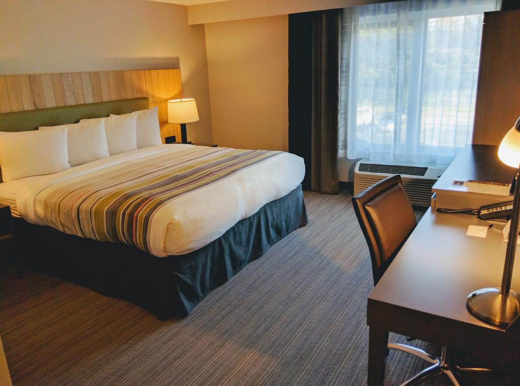 Country Inn & Suites by Radisson, Seattle – Tacoma International Airport, WA