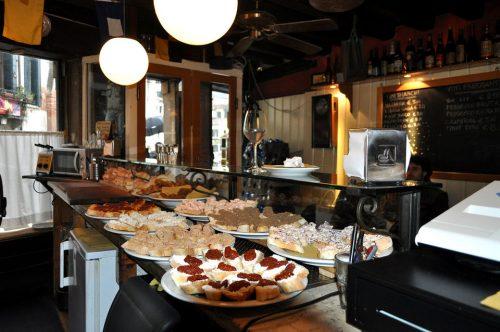 Jewish Quarter Food and Wine Tour