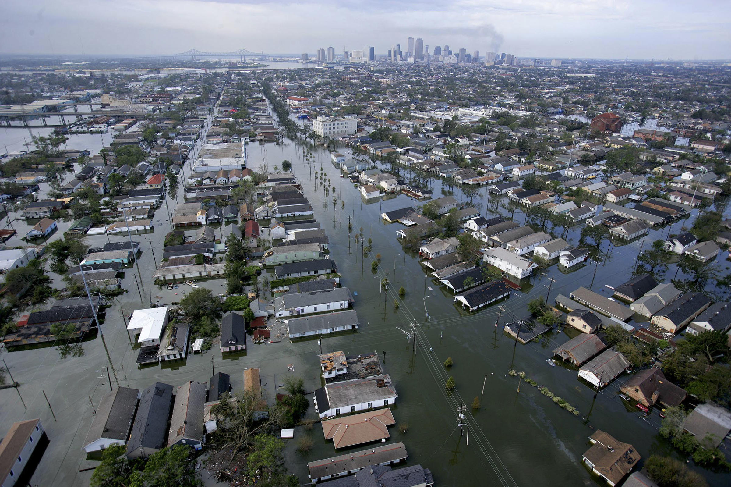 Floodwaters-from-Hurricane-Katrina-cover-streets