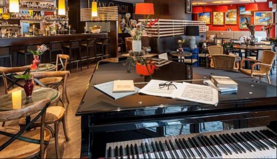 Piano Bar Van Gogh www.tripadvisor.com