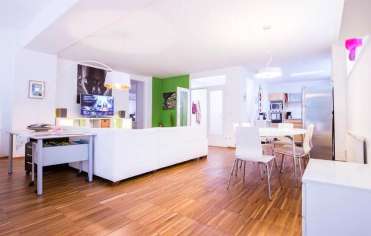 Where To Stay in Vienna [5 BEST Neighborhoods!] 4