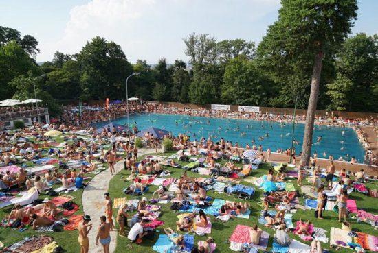 Summer fun at the Schönbrunner Pool