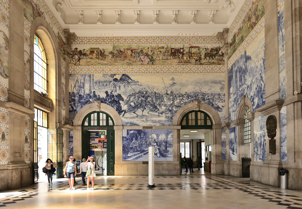 Admire the São Bento Railway Station