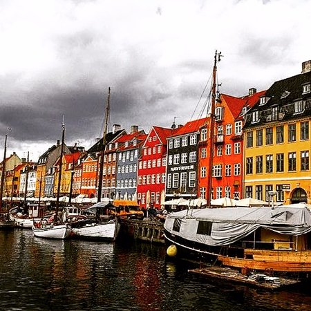Stroll around Nyhavn