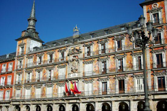 Stroll around the Plaza Mayor