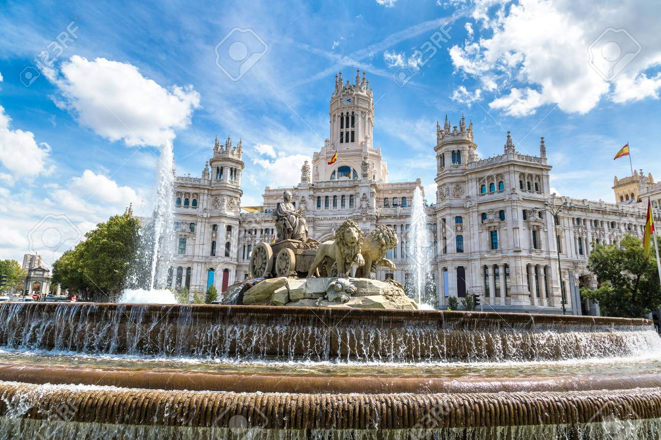 Take Photos in the Plaza de Cibeles