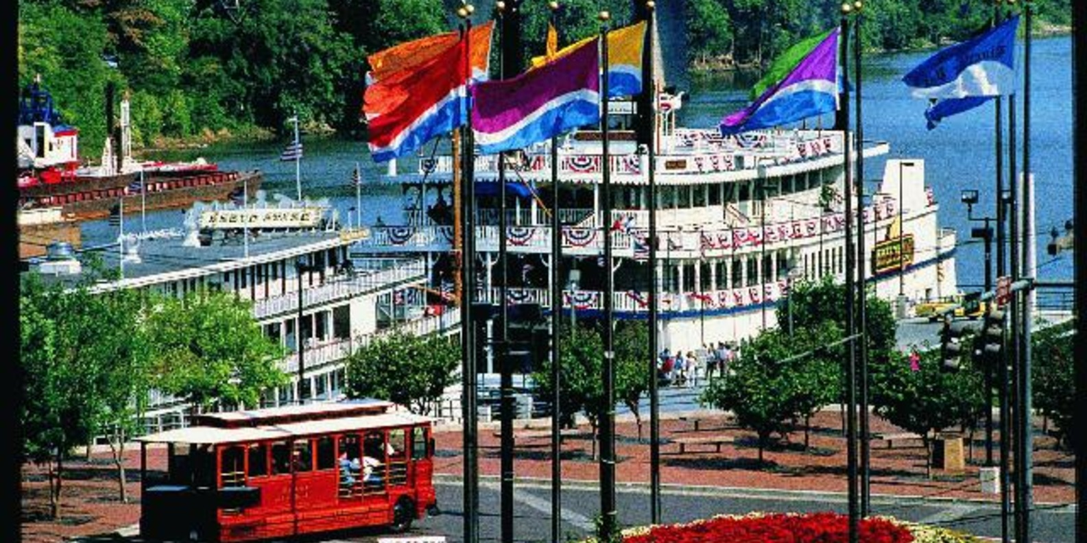 Take a Cruise on the General Jackson Showboat
