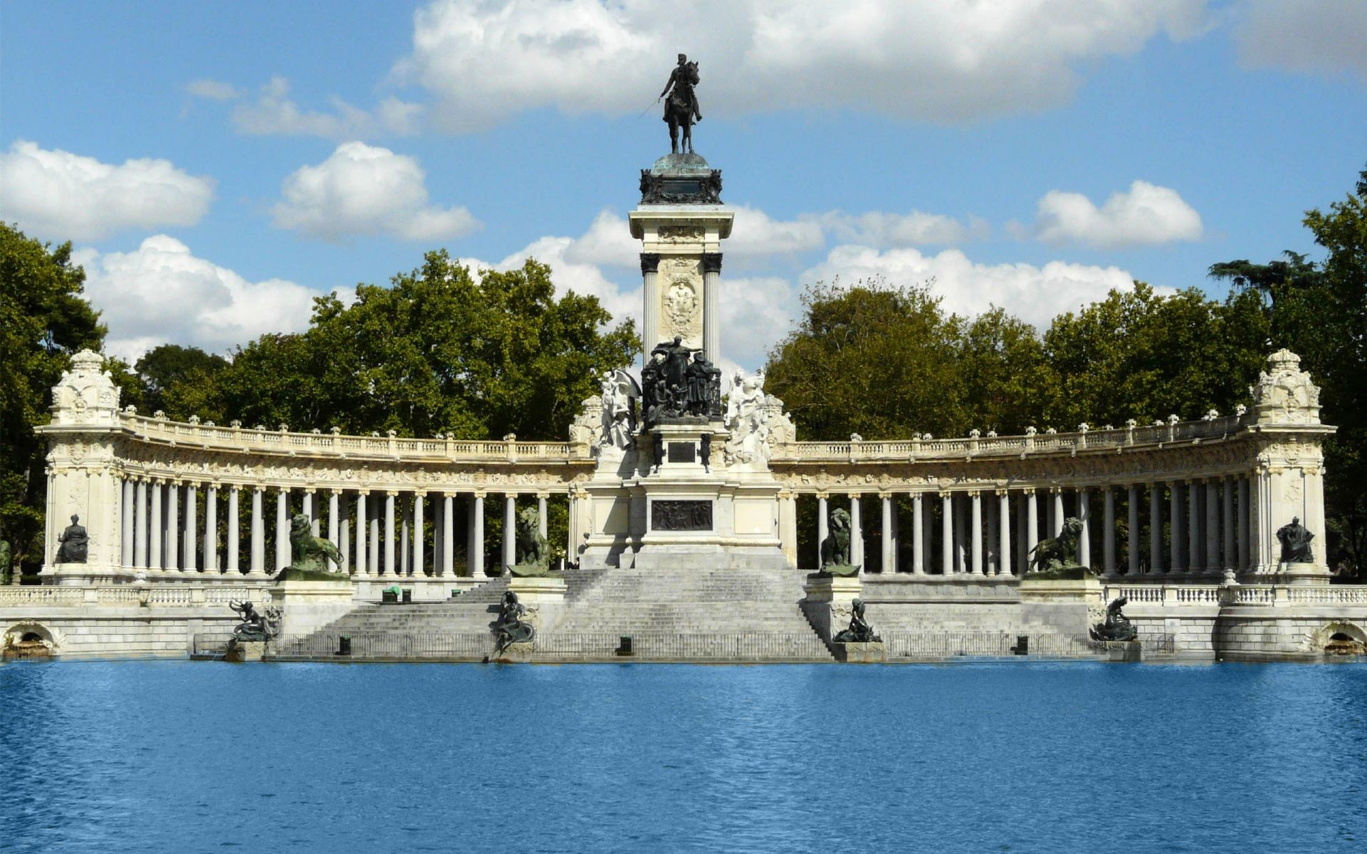 Walk around Buen Retiro Park