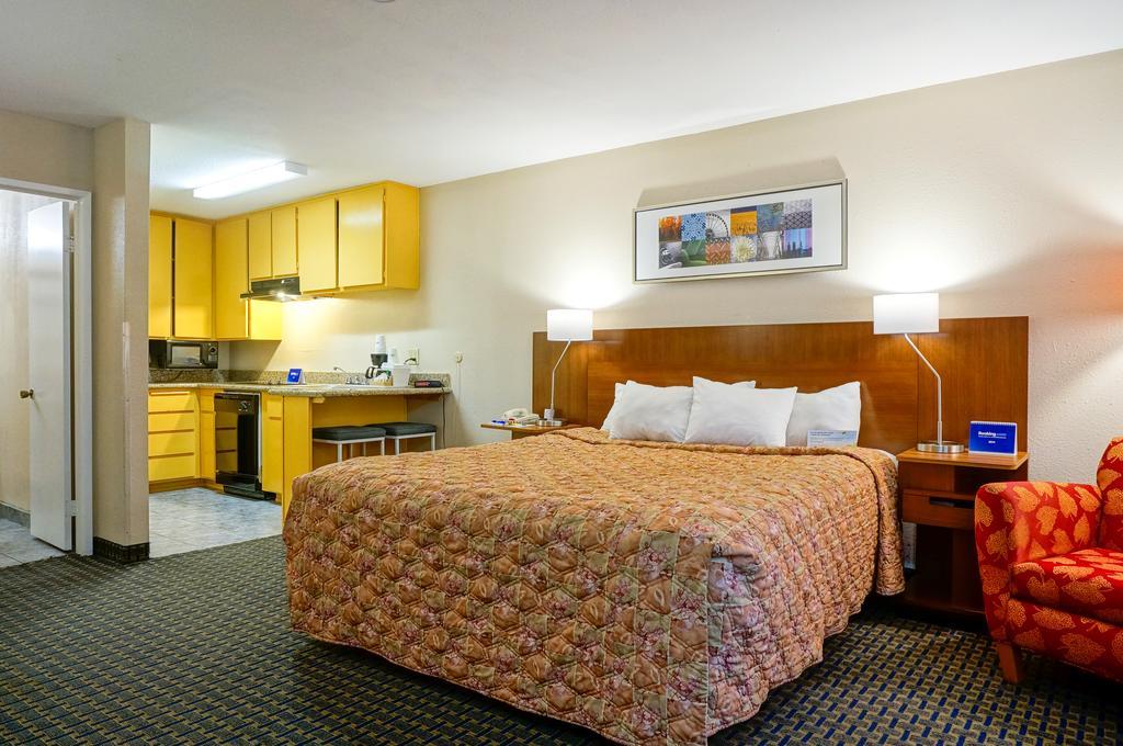Days Inn by Wyndham Mission Valley