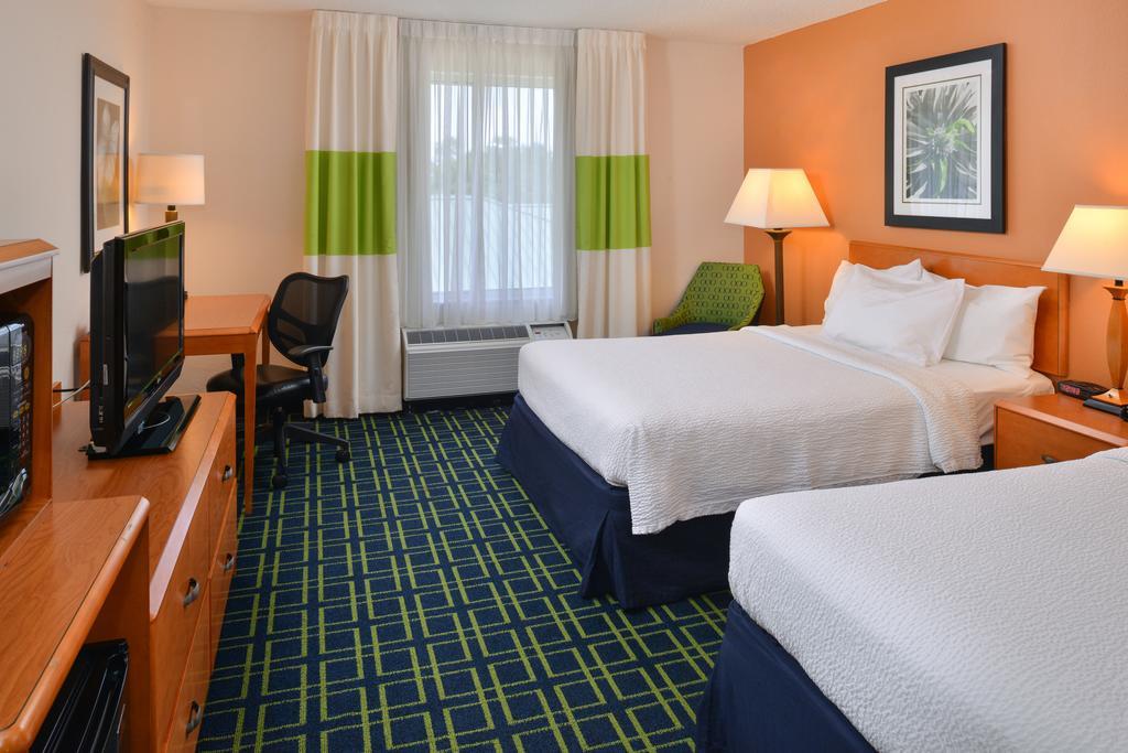 Fairfield Inn and Suites Charleston North/University Area