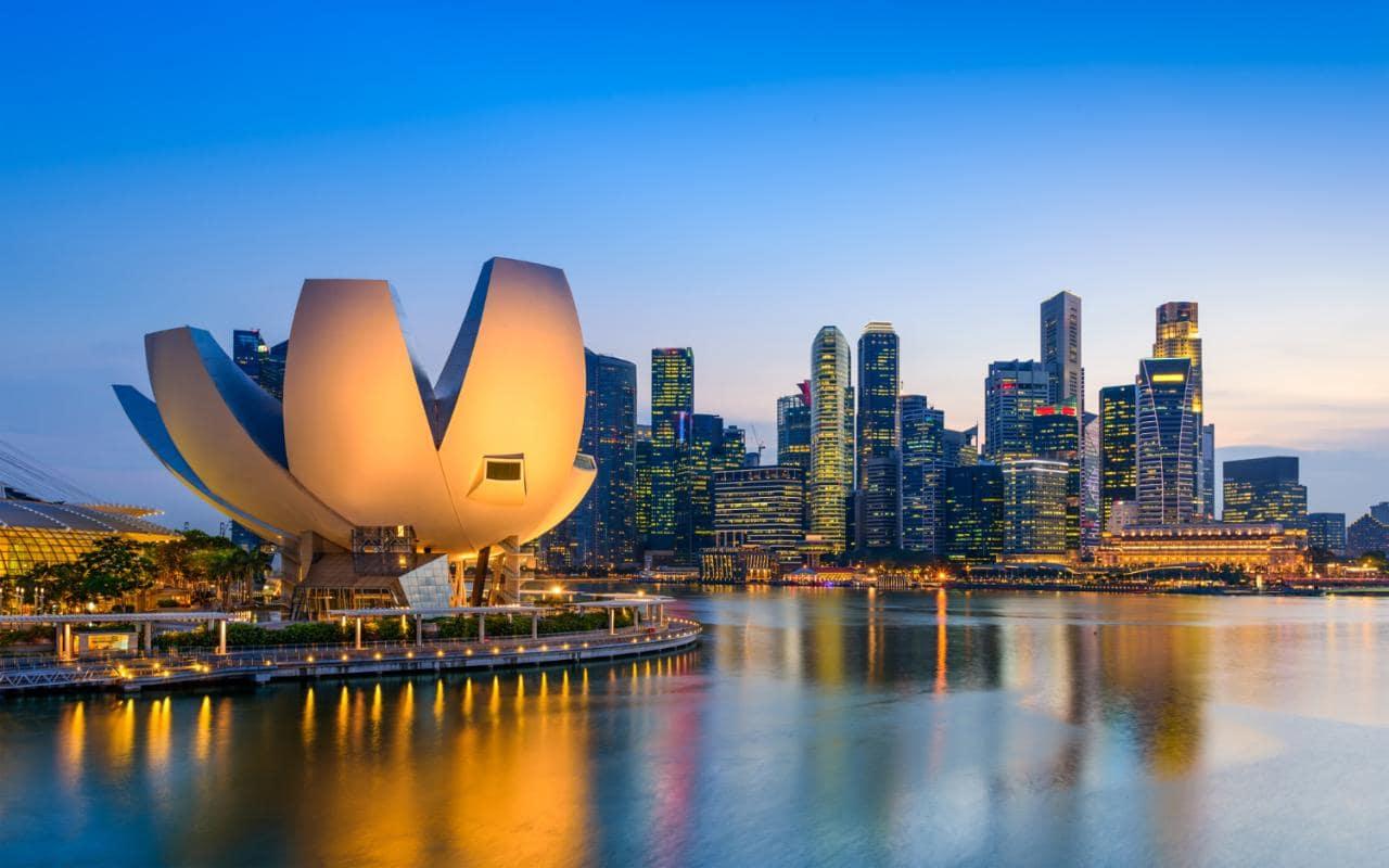 Savor an awe-inspiring sunset at Marina Bay
