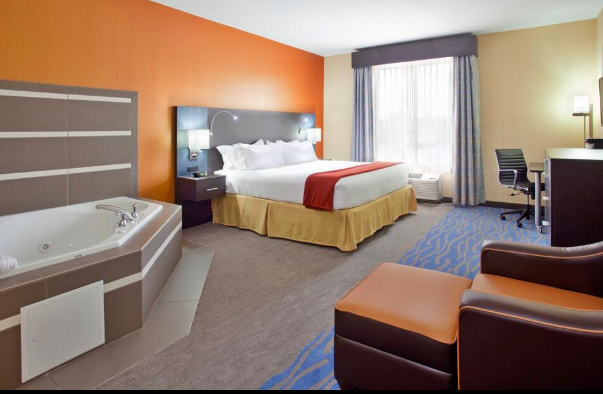 Holiday Inn Express & Suites St. Louis Airport