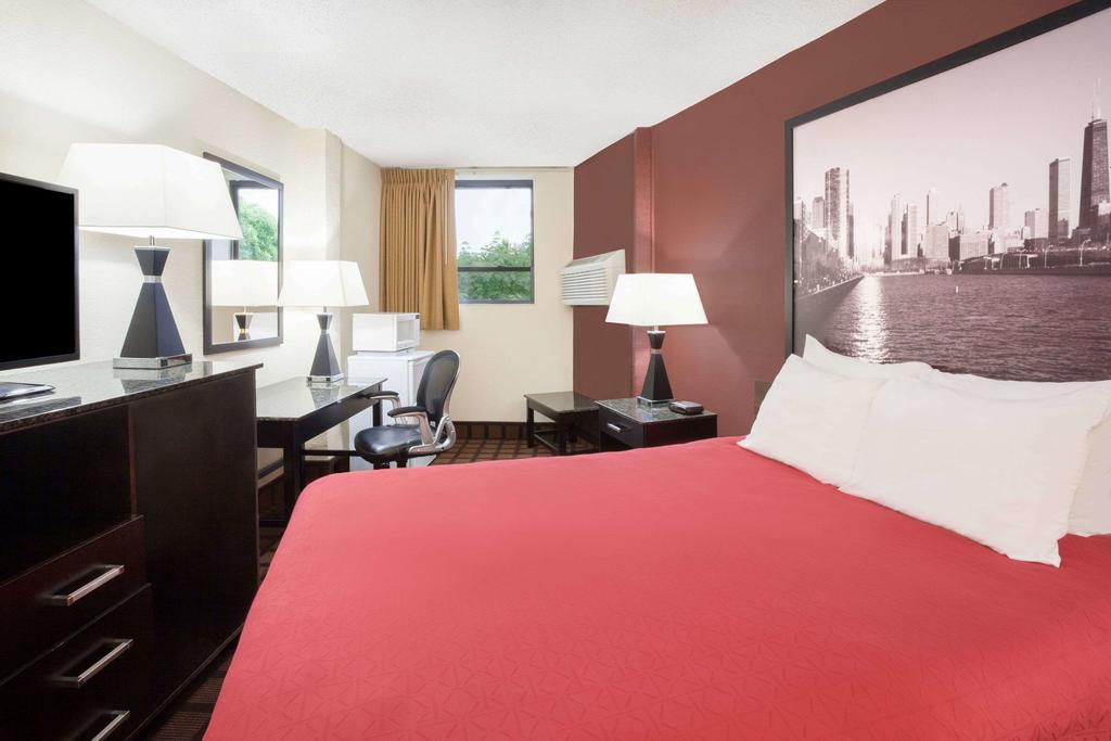 Super 8 by Wyndham Chicago IL