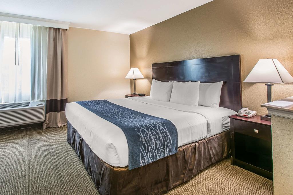 Comfort Inn & Suites DeLand