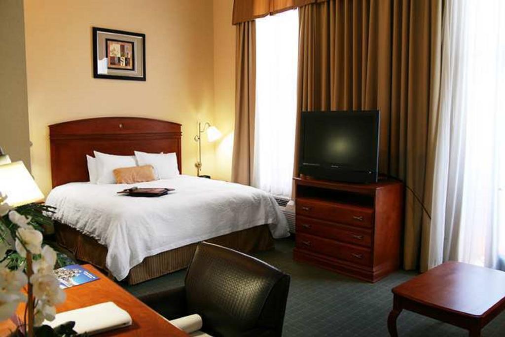 Hampton Inn & Suites Sherman Oaks