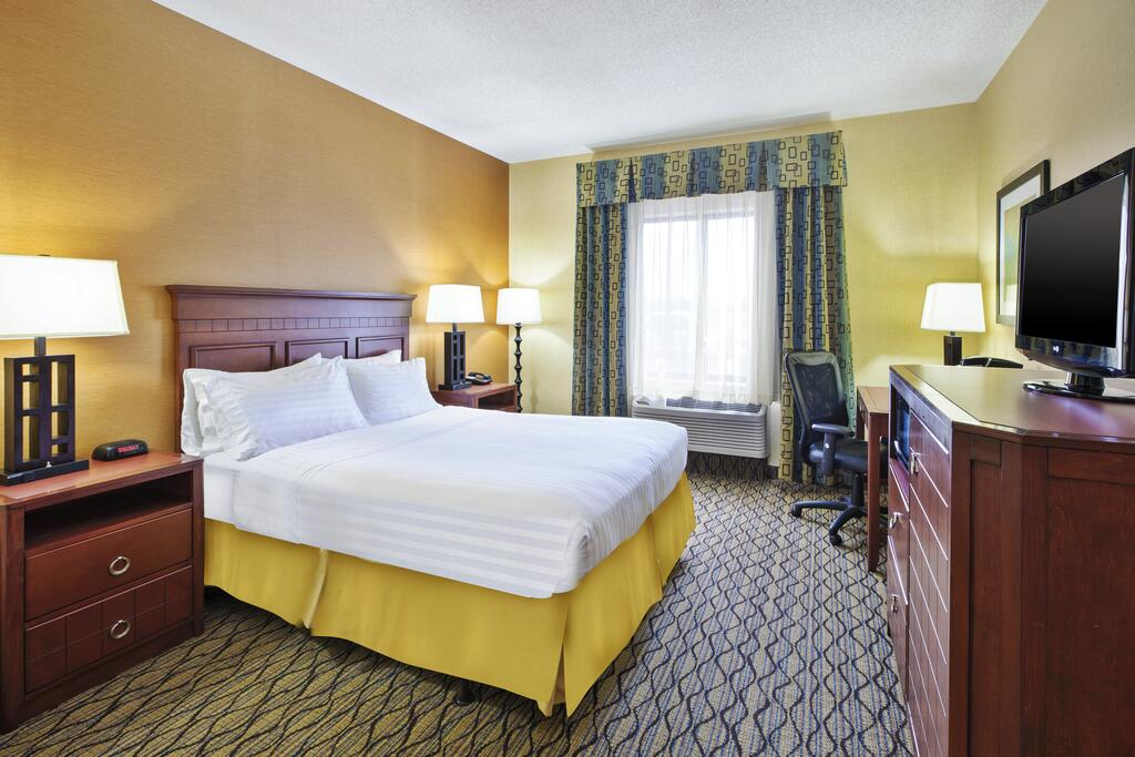 Holiday Inn Express Hotel & Suites - Belleville Area