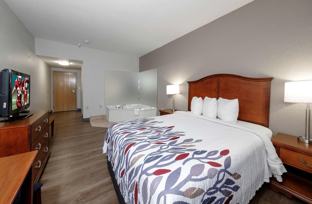 Red Roof Inn & Suites Carrollton, GA