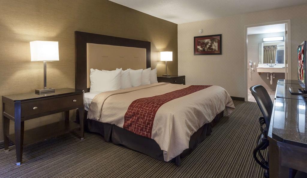 Red Roof Inn & Suites - Dekalb