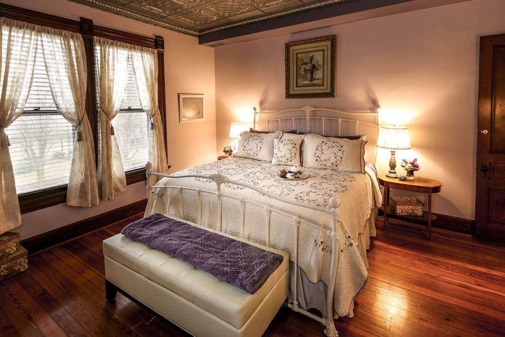 Weller Haus Bed, Breakfast & Event Center