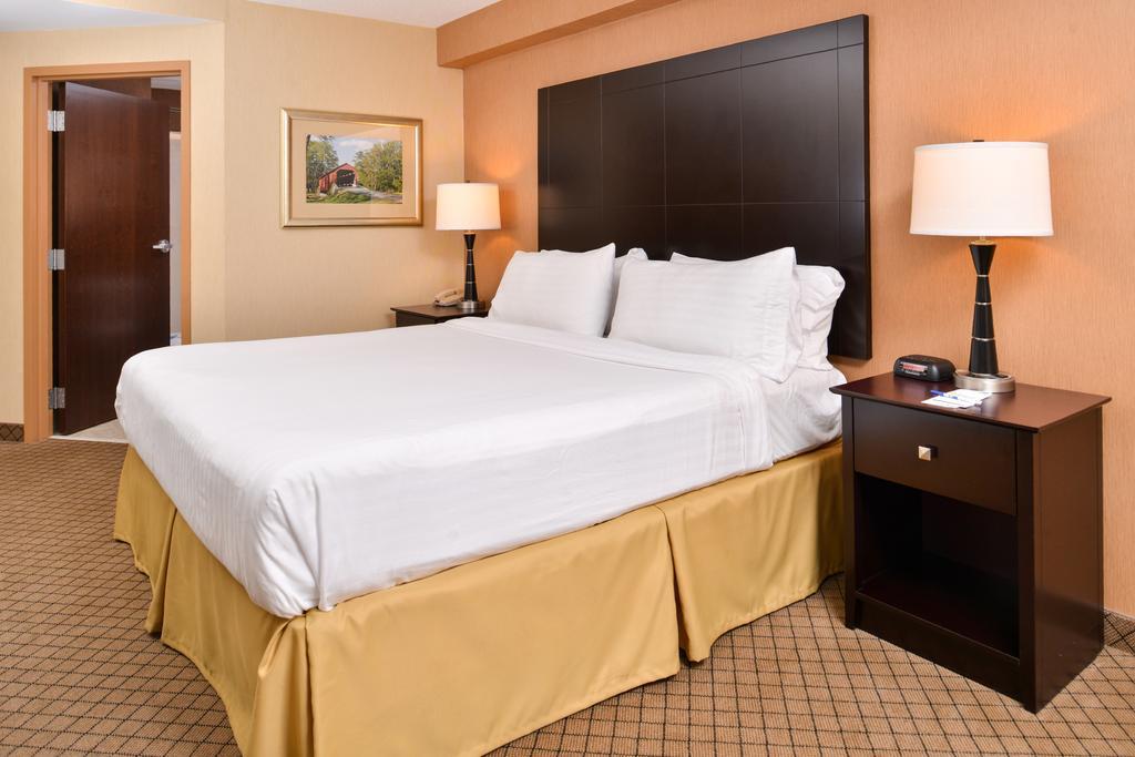 Holiday Inn Express Lewisburg - New Columbia