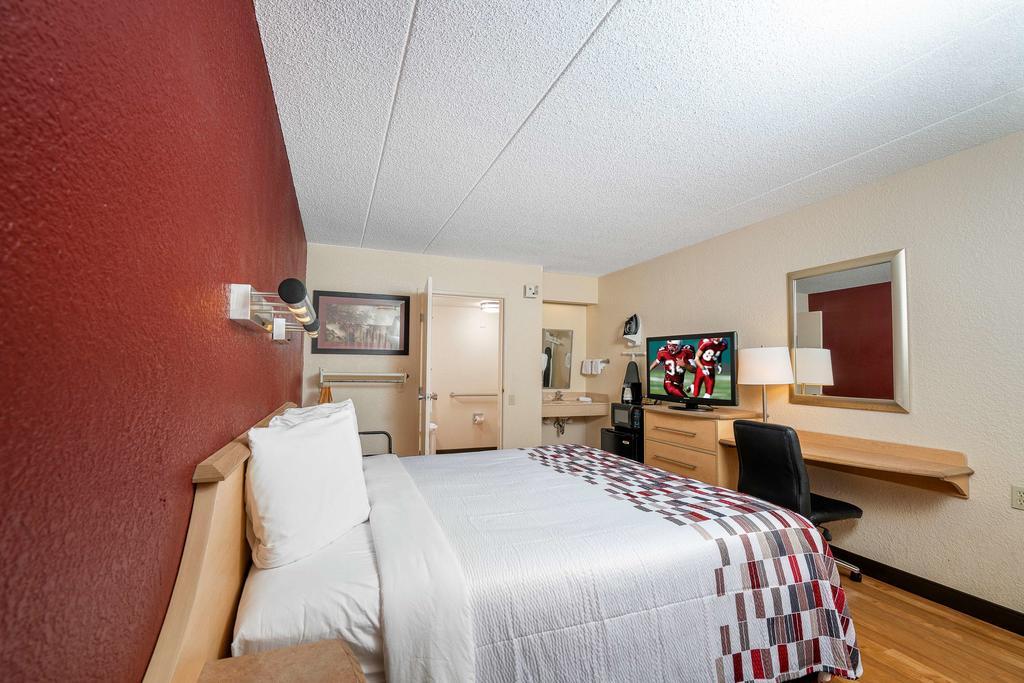 Red Roof Inn Cleveland - Westlake