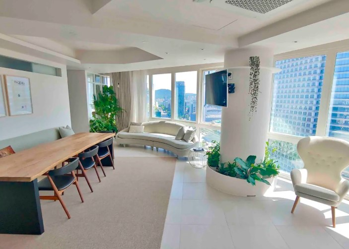 4BR Urban green penthouse with stunning views