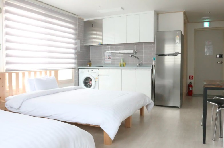 Cozy flat nearby Metro and E-Mart(4 People Room)
