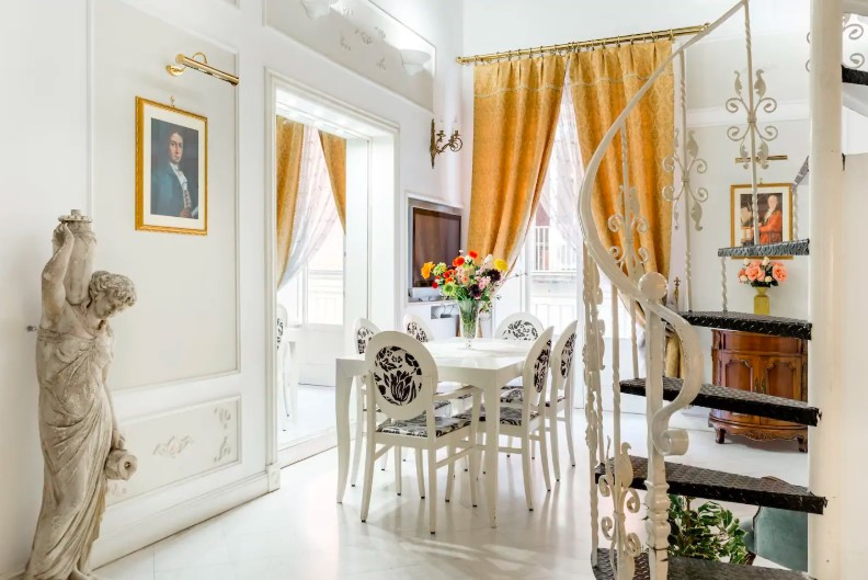 Edoardo al Plebiscito, vintage apartment in the square between food and sea monuments