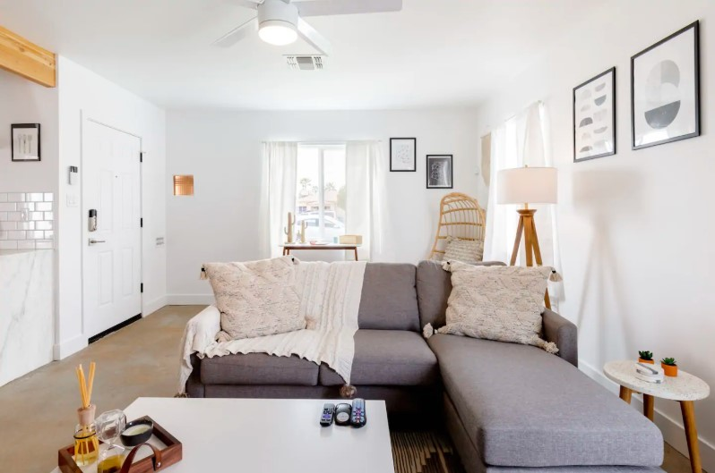 Explore Downtown Phoenix from Chic Bungalow