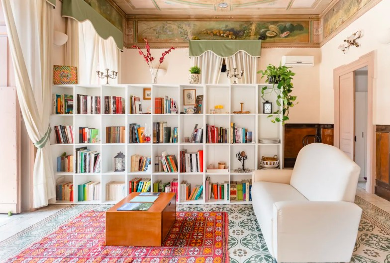 Prestigious apartment in a building from the early 1900s in the historic center